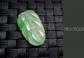 ミャンマー産天然無処理翡翠 葉っぱ ペンダント 手石 インテリア 明緑 ホワイト 冰