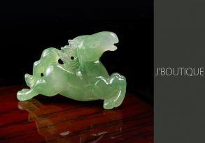 ミャンマー産天然無処理翡翠 俊馬 オーナメント ペンダント 手石 オフホワイト 苔緑 冰