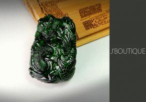 ミャンマー産天然無処理翡翠 龍 ドラゴン オーナメント 手石 ペンダント 艶緑
