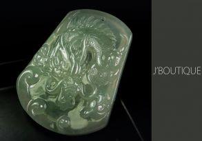 ミャンマー産天然無処理翡翠 ドラゴン 龍 オーナメント 手石 ペンダント 薄青緑 冰