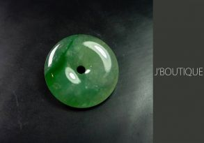ミャンマー産天然無処理翡翠 玉環 ボタン ペンダント 手石 インテリア 薄緑 明緑