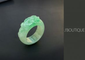 ミャンマー産天然無処理翡翠 螭 くりぬき リング 指輪 薄緑 アップルグリーン 冰